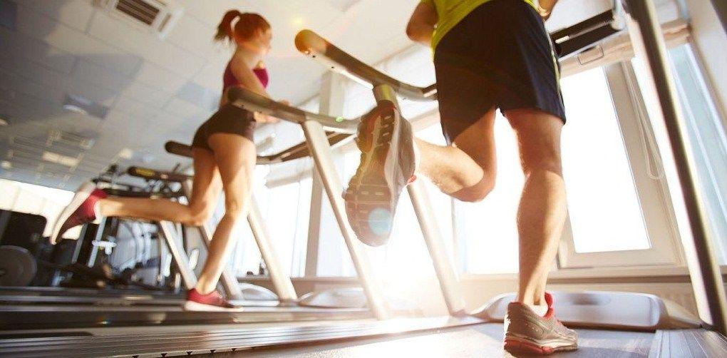 Чем отличаются профессиональные беговые дорожки от домашних?